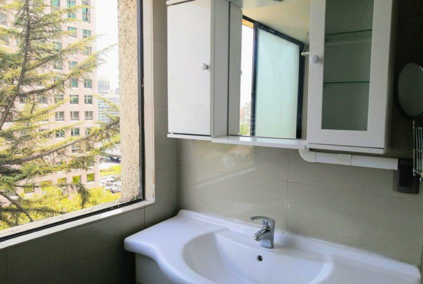 3. Espejo y lavamanos